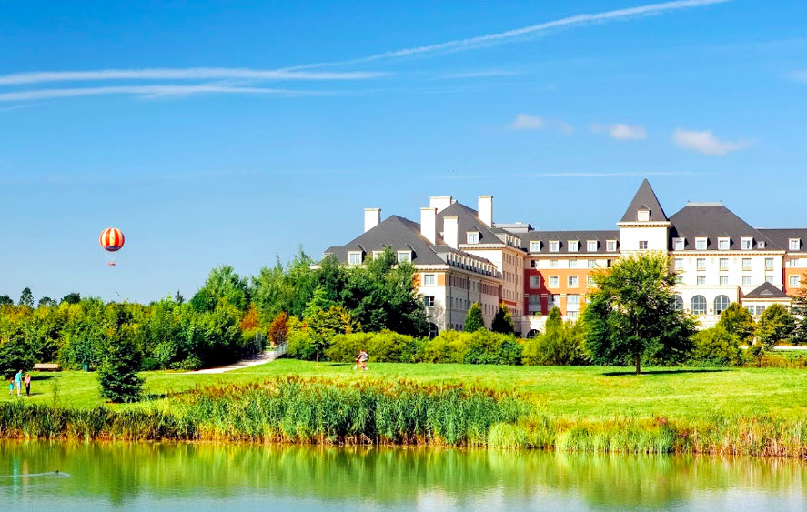 Transfers from Charles De Gaulle Airport to Vienna House Dream Castle Hotel